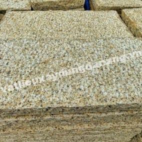 Đá granite đục thô vàng