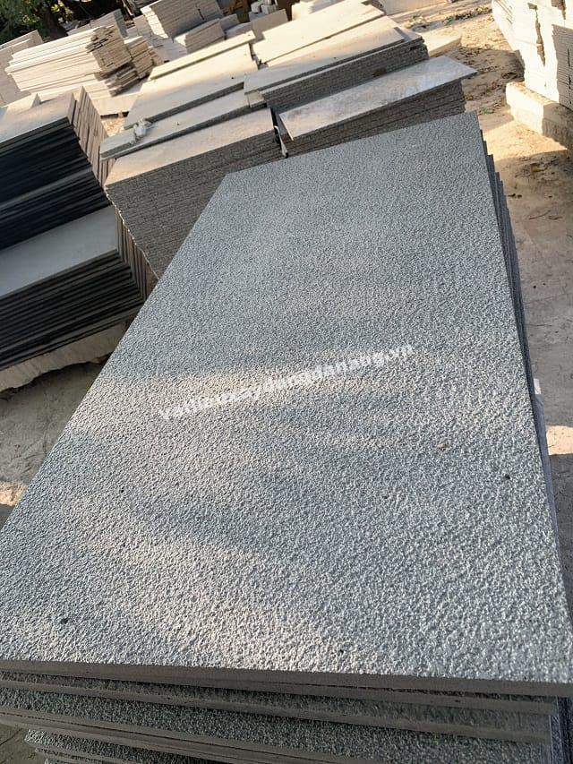 Đá Bazan Xám Băm Mặt 60x120x2.5cm