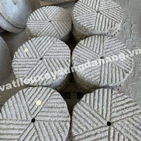 Đá Tròn Granite Trắng Suối Lau Khía Rãnh