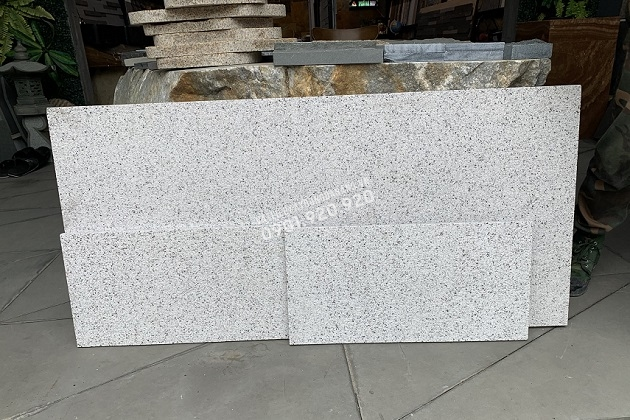 Đá granite trắng băm mặt có thể gia công khổ đá lớn với chiều dài tới 150cm