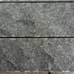 Đá Granite Đen Ánh Kim Bóc Thô Lồi