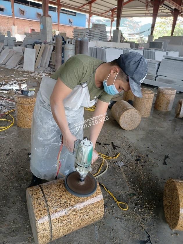 Giai đoạn mài sản phẩm tạo bề mặt bóng láng